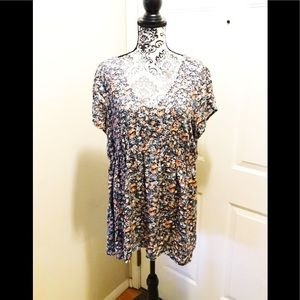 Torrid Floral Spring Tunic Top